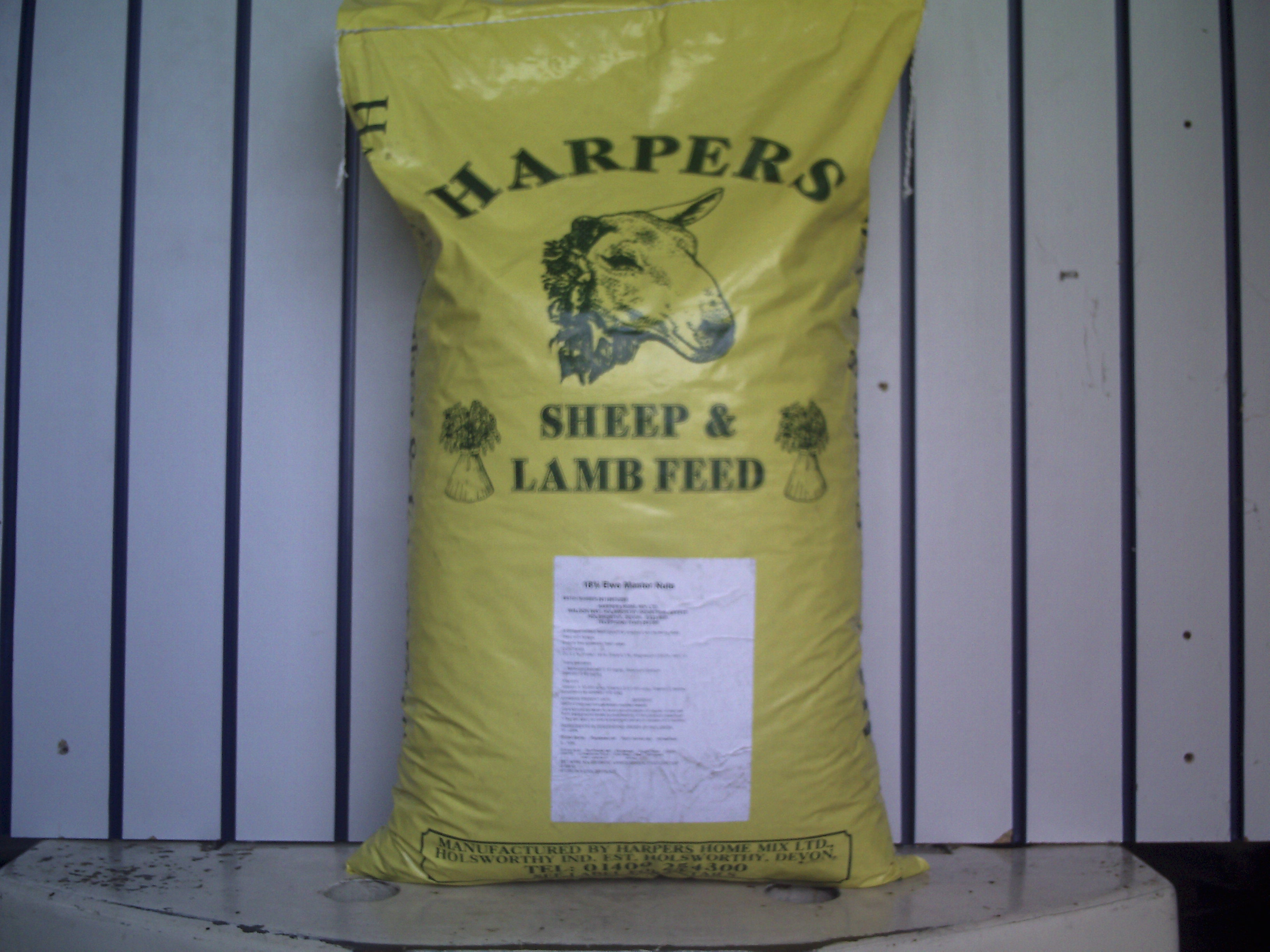 Ewe Master Nuts 18% 25kg (LOCAL DELIVERY/PICK UP ONLY)